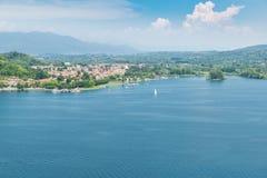 Λίμνη Maggiore, πόλη Angera, Ιταλία Στοκ φωτογραφία με δικαίωμα ελεύθερης χρήσης