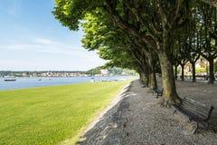 Λίμνη Maggiore, Angera σε θερινή περίοδο Στοκ φωτογραφία με δικαίωμα ελεύθερης χρήσης