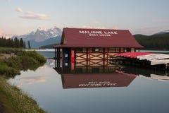 Λίμνη Maligne στο εθνικό πάρκο ιασπίδων, Αλμπέρτα, Καναδάς - απόθεμα Στοκ Φωτογραφίες