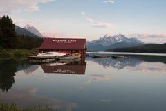 Λίμνη Maligne στο εθνικό πάρκο ιασπίδων, Αλμπέρτα, Καναδάς - απόθεμα Στοκ φωτογραφία με δικαίωμα ελεύθερης χρήσης