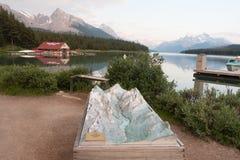 Λίμνη Maligne στο εθνικό πάρκο ιασπίδων, Αλμπέρτα, Καναδάς - απόθεμα Στοκ εικόνα με δικαίωμα ελεύθερης χρήσης