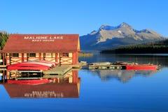 Λίμνη Maligne στο εθνικό πάρκο ιασπίδων, Αλμπέρτα, Καναδάς Στοκ φωτογραφίες με δικαίωμα ελεύθερης χρήσης