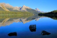 Λίμνη Maligne στο εθνικό πάρκο ιασπίδων, Αλμπέρτα, Καναδάς Στοκ Εικόνα