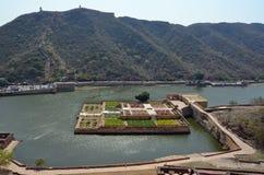 Λίμνη Maota, ηλέκτρινο οχυρό ή παλάτι, nr Jaipur, Ινδία Στοκ εικόνα με δικαίωμα ελεύθερης χρήσης