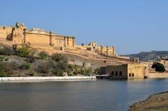 Λίμνη Maota και ηλέκτρινο οχυρό ή παλάτι, nr Jaipur, μέσα Στοκ Φωτογραφία