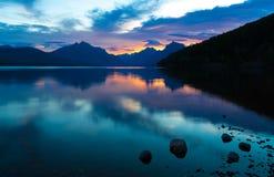 Λίμνη McDonald στο εθνικό πάρκο παγετώνων Στοκ φωτογραφία με δικαίωμα ελεύθερης χρήσης