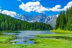 Λίμνη Misurina το καλοκαίρι, Ιταλία στοκ φωτογραφία με δικαίωμα ελεύθερης χρήσης