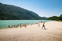 Λίμνη Molveno, που εκλέγεται την ομορφότερη λίμνη στην Ιταλία Στοκ εικόνες με δικαίωμα ελεύθερης χρήσης