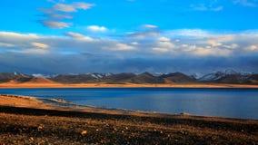 Λίμνη Nam στο σούρουπο στοκ φωτογραφία