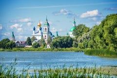 Λίμνη Nero και μοναστήρι του ST Jacob Savior, Ροστόφ, χρυσό δαχτυλίδι Ρωσία Στοκ Φωτογραφίες