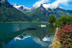 Λίμνη Oppstrynsvatnet στη Νορβηγία Στοκ Εικόνες