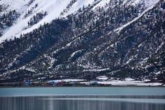 Λίμνη Ranwu στο βουνό χιονιού του Θιβέτ Στοκ Φωτογραφία