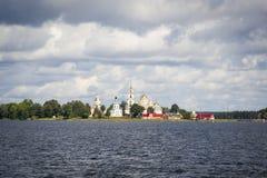Λίμνη Seliger Το μοναστήρι σε ένα νησί στοκ εικόνες με δικαίωμα ελεύθερης χρήσης