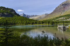 Λίμνη Swiftcurrent στο εθνικό πάρκο παγετώνων στοκ φωτογραφίες με δικαίωμα ελεύθερης χρήσης