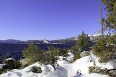 Λίμνη Tahoe - λίμνη με το χιόνι Στοκ Φωτογραφία