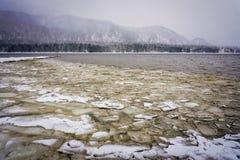 Λίμνη Teletskoye στο χειμώνα Στοκ Εικόνα