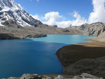 Λίμνη Tilicho και αιχμή Tilicho, Νεπάλ Στοκ Εικόνες