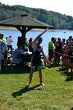 Λίμνη Vlasina, Σερβίας - 5 Αυγούστου, 2018: Ζέσταμα για την κολύμβηση σε Vlasina triathlon στοκ φωτογραφία με δικαίωμα ελεύθερης χρήσης