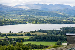 Λίμνη Windermere και κεφάλι Orrest Αγγλική περιοχή λιμνών εθνική Στοκ φωτογραφίες με δικαίωμα ελεύθερης χρήσης