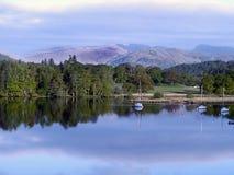 Λίμνη Windermere σε ένα δροσερό μουντό πρωί Στοκ Φωτογραφίες