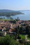 Λίμνη & x28 lago& x29  Maggiore, Ιταλία Χωριό Angera Στοκ φωτογραφία με δικαίωμα ελεύθερης χρήσης