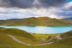 Λίμνη Yamdrok στο Θιβέτ, Κίνα Στοκ Φωτογραφία