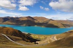 Λίμνη Yamdrok στοκ φωτογραφίες