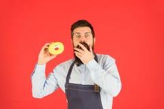 Λαβή αρτοποιών Hipster donuts Εύθυμη διάθεση Doughnut θερμίδες Βερνικωμένο doughnut Ψημένα αγαθά Γλυκά και κέικ o στοκ εικόνα