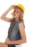 Λαβή καπέλων κατασκευής γυναικών σοβαρή Στοκ φωτογραφίες με δικαίωμα ελεύθερης χρήσης