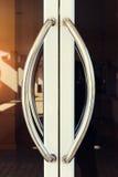 Λαβή πορτών αλουμινίου Στοκ φωτογραφία με δικαίωμα ελεύθερης χρήσης