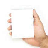 Λαβή χεριών ένα κενό (κενό) βιβλίο σημειώσεων στο λευκό Στοκ φωτογραφία με δικαίωμα ελεύθερης χρήσης
