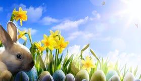 Λαγουδάκι Πάσχας τέχνης, αυγά Πάσχας και λουλούδι άνοιξη Στοκ εικόνες με δικαίωμα ελεύθερης χρήσης