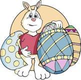 Λαγουδάκι Πάσχας που στέκεται με τα διακοσμημένα αυγά Στοκ Εικόνα