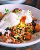 Λαθραία αυγά και Hash για Brunch Στοκ Φωτογραφία
