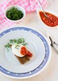 Λαθραίο αυγό σε ένα ψημένο ψωμί Στοκ Εικόνες