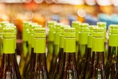 Λαιμοί μπουκαλιών στο κατάστημα στοκ εικόνες