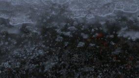 Λακκούβα βροχής στο πεζοδρόμιο απόθεμα βίντεο