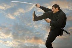 Λακτίσματα Ninja με το ξίφος Στοκ φωτογραφία με δικαίωμα ελεύθερης χρήσης