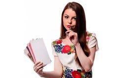 Λαμπιρίζοντας επιχειρηματίας που κρατά ένα σημειωματάριο απομονωμένο σε ένα άσπρο υπόβαθρο Στοκ Φωτογραφία