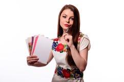 Λαμπιρίζοντας επιχειρηματίας που κρατά ένα σημειωματάριο απομονωμένο σε ένα άσπρο υπόβαθρο Στοκ Φωτογραφίες