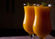 Λαμπιρίζοντας κρασί και χυμός από πορτοκάλι με το ποτό πάγου Στοκ Εικόνα