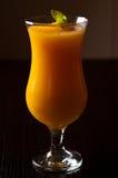 Λαμπιρίζοντας κρασί και χυμός από πορτοκάλι με το ποτό πάγου Στοκ εικόνες με δικαίωμα ελεύθερης χρήσης