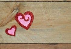 Λαμπιρίζοντας κόκκινες και ρόδινες καρδιές για την ημέρα του βαλεντίνου Στοκ φωτογραφία με δικαίωμα ελεύθερης χρήσης