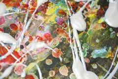 Λαμπιρίζοντας ρόδινο άσπρο θολωμένο ρευστό χρώμα κτυπημάτων βουρτσών Αφηρημένο υπόβαθρο χρωμάτων Watercolor Στοκ φωτογραφία με δικαίωμα ελεύθερης χρήσης