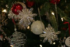Λαμπιρίζοντας snowflake κρυστάλλου διακοσμήσεις στοκ φωτογραφία