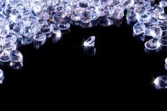 Λαμπρά διαμάντια σε ένα μαύρο υπόβαθρο στοκ εικόνα