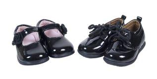 Λαμπρά επίσημα παπούτσια μωρών για τα αγόρια και τα κορίτσια Στοκ Εικόνες