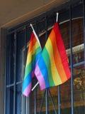 Λαμπρά χρωματισμένες σημαίες ουράνιων τόξων Στοκ εικόνα με δικαίωμα ελεύθερης χρήσης
