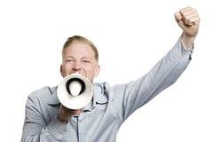 Ενθουσιώδης επιχειρηματίας που φωνάζει με megaphone. Στοκ φωτογραφία με δικαίωμα ελεύθερης χρήσης