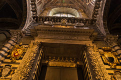 Λαμπρές καλλιτεχνικές λεπτομέρειες μέσα στον καθεδρικό ναό της Σιένα Στοκ εικόνα με δικαίωμα ελεύθερης χρήσης